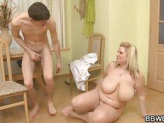 Karı ve onun sevgilisi yiyor