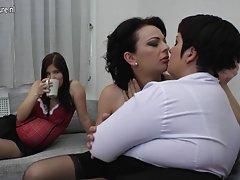 Paylaşım horoz ve seks Babes swapping cum salıncak