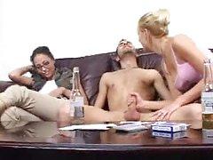 Mükemmel genç anal Götten ağza Asya slut gets fucked büyük sert penis