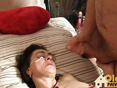 Seksi model karartılmış Sophia leone alır ilk bbc